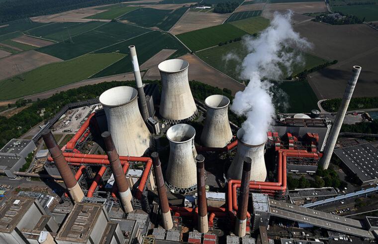"""""""A német kormány szénügyekkel foglalkozó bizottsága már bejelentette, hogy 2038-ra kivezetik a szénenergiát, azaz addigra le kell kapcsolni az utolsó német szénerőművet is"""" #moszkvater"""