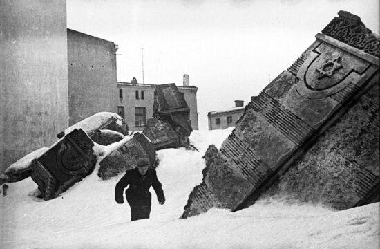 """""""A gettó felállításának ötlete Friedrich Ubelhortól, a város kormányzójától származik, aki a náci vezetésnek írt titkos emlékeztetőjében említette először a zsidóság elkülönítésének szükségét"""" #moszkvater"""