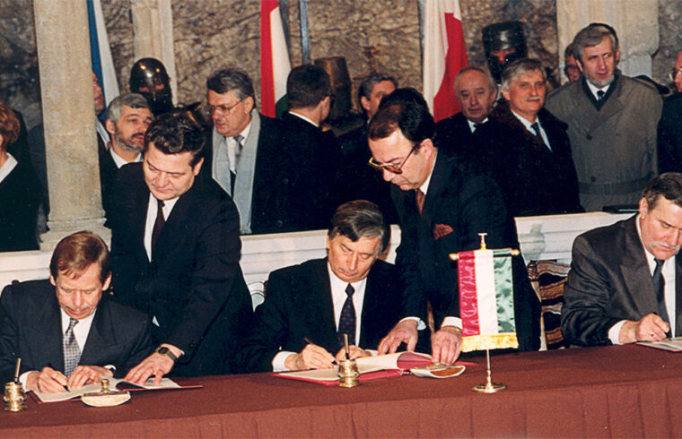 1991. február 15-én írta alá Václav Havel cseh, Antall József magyar kormányfő és Lech Walesa lengyel elnök a Visegrádi Nyilatkozatot #moszkvater