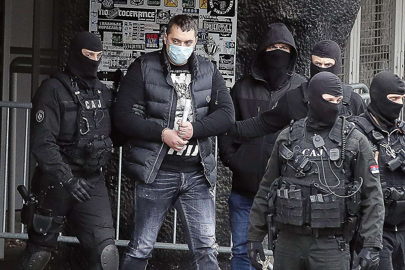 """""""A mostani történet egyik főszereplője a 36 éves Veljko Belivuk (másnéven Velja Nevolja, magyarul Balhés Velja), akit február 4-én hajnalban tartóztatott le belgrádi otthonában a szerb rendőrség különleges antiterrorista egysége"""" #moszkvater"""