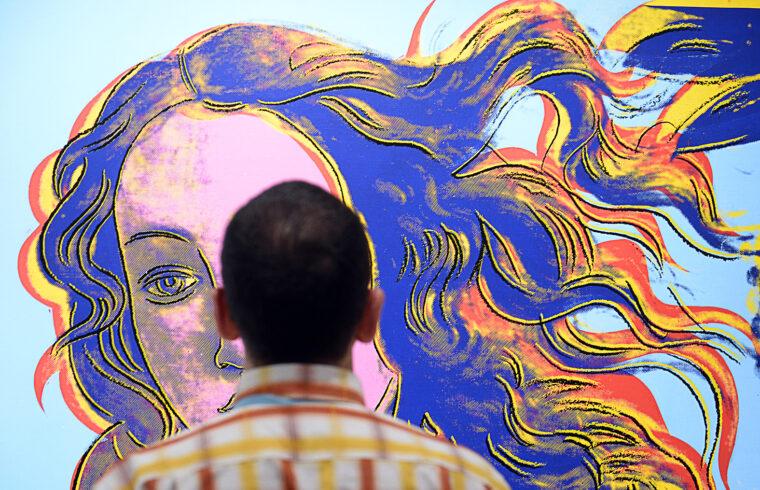 """""""Van a tökéletes – ami nem létezik. Minden más, amit szépnek látunk, attól szép, mert (magunkban) összehasonlítottuk a csúnyával"""" (Andy Warhol festménye Botticelli, Vénusz születése cmíű festménye alapján) #moszkvater"""