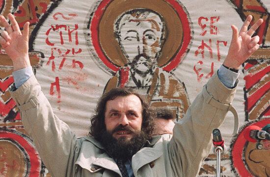 """""""Aztán 1989-ben eljött az idő, hogy írói érdemeit a politika világában kamatoztassa"""" #moszkvater"""