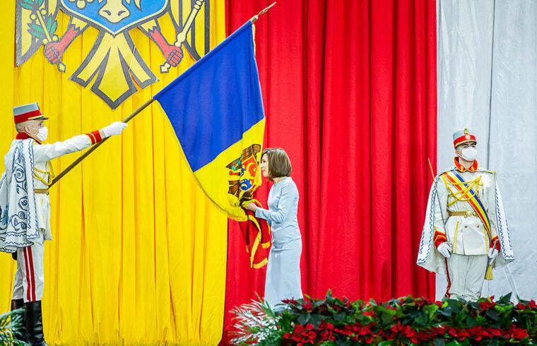 """""""Sandu a moldovai mellett román állampolgár is, és győzelme után azonnal a románt tette az elnöki adminisztráció honlapjának hivatalos nyelvévé"""" #moszkvater"""