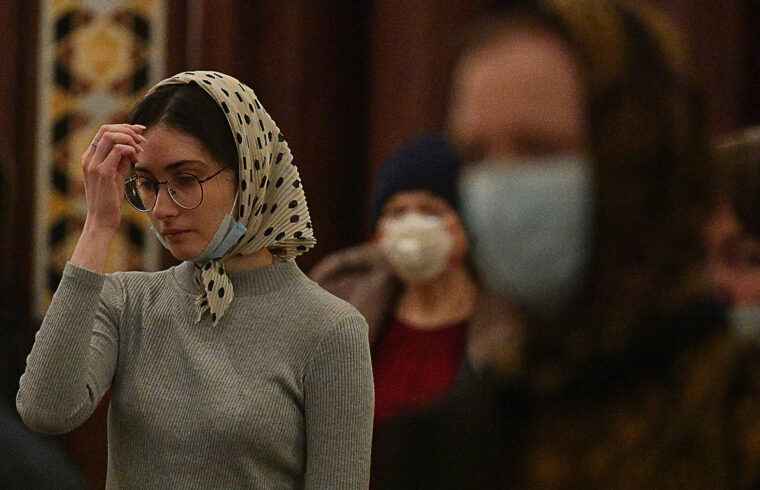 """""""a fiatalok 62 százaléka vallja magát vallásosnak. A megkérdezettek közül minden ötödik elismerte, hogy már nem jár vasárnaponként misére, és nem a járvány miatt"""" #moszkvater"""