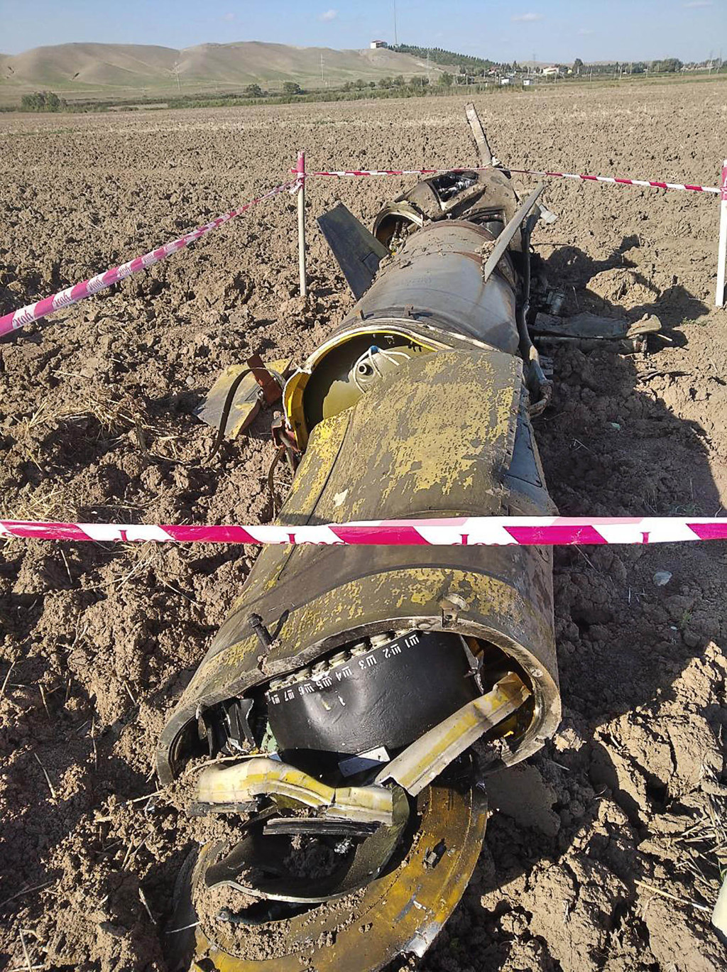 Azeri szántóföldre zuhant Tocska-U-hoz tartozó 9M79 rakéta gyorsító fokozatának maradványai #moszkvater