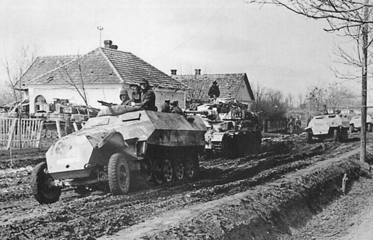 1945. március 6-án reggel, tömeges tüzérségi előkészítés után, a német harckocsik és gyalogosok lavinája rohant rá a szovjet vonalakra a Balaton, Velence és a Dráva folyó területén #moszkvater