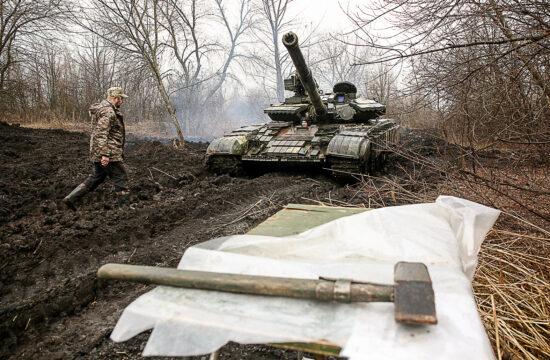 """""""Annak ellenére, hogy a média szinte kizárólag csupán az orosz átcsoportosításokról, csoporterősítésekről, gyakorlatokról beszélt, közben Kijev sem volt tétlen"""" Ukrán páncélosok Luhanszk közelében 2021. április 7-én #moszkvater"""