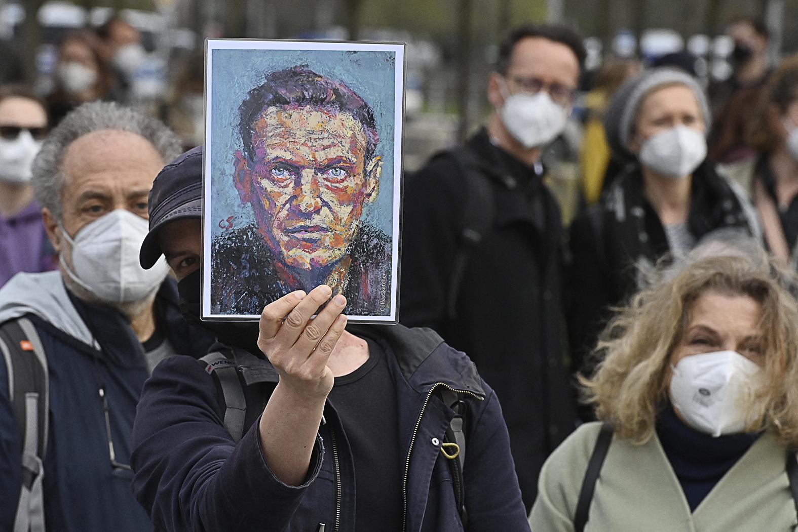 """""""De ha már nem lesz orosz agresszió a Donbasszban, a nagyérdeműt azért etetni kell valami orosz <galádsággal>. Ehhez pedig mindig kapóra jön a Navalnij-ügy"""" #moszkvater"""