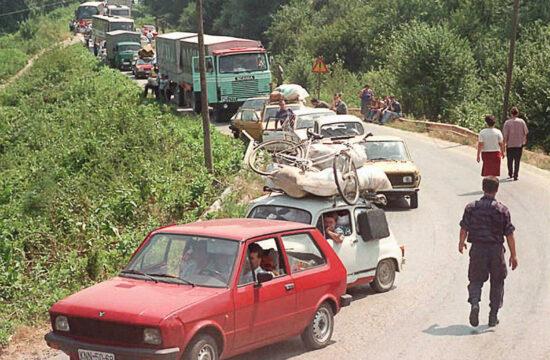 Szerb menekültek konvoja tart Belgrád felé Horvátországból 1995-ben Knin közelében #moszkvater