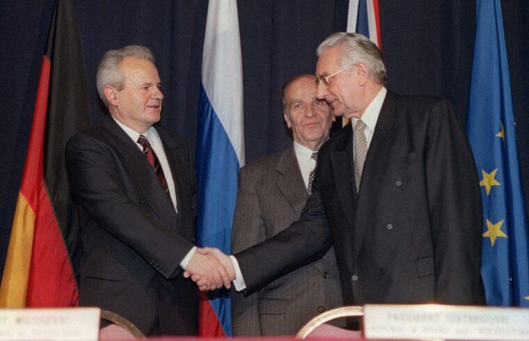 Milosevics és Tudjman találkozója a Dayton-i megbeszélésen az Egyesült Államokban 1995-ben. A háttérben Alija Izetbegovics #moszkvater