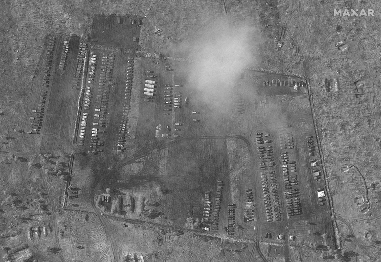 A Voronyezs melletti orosz katonai táborról készült műholdkép. Mint látható a páncélos technika létszáma nem tesz ki a fentebb említett 95 darabos ezred szintjét. Továbbá a képen szereplő eszközök többsége katonai teherautó vagy csapatszállító #moszkvater