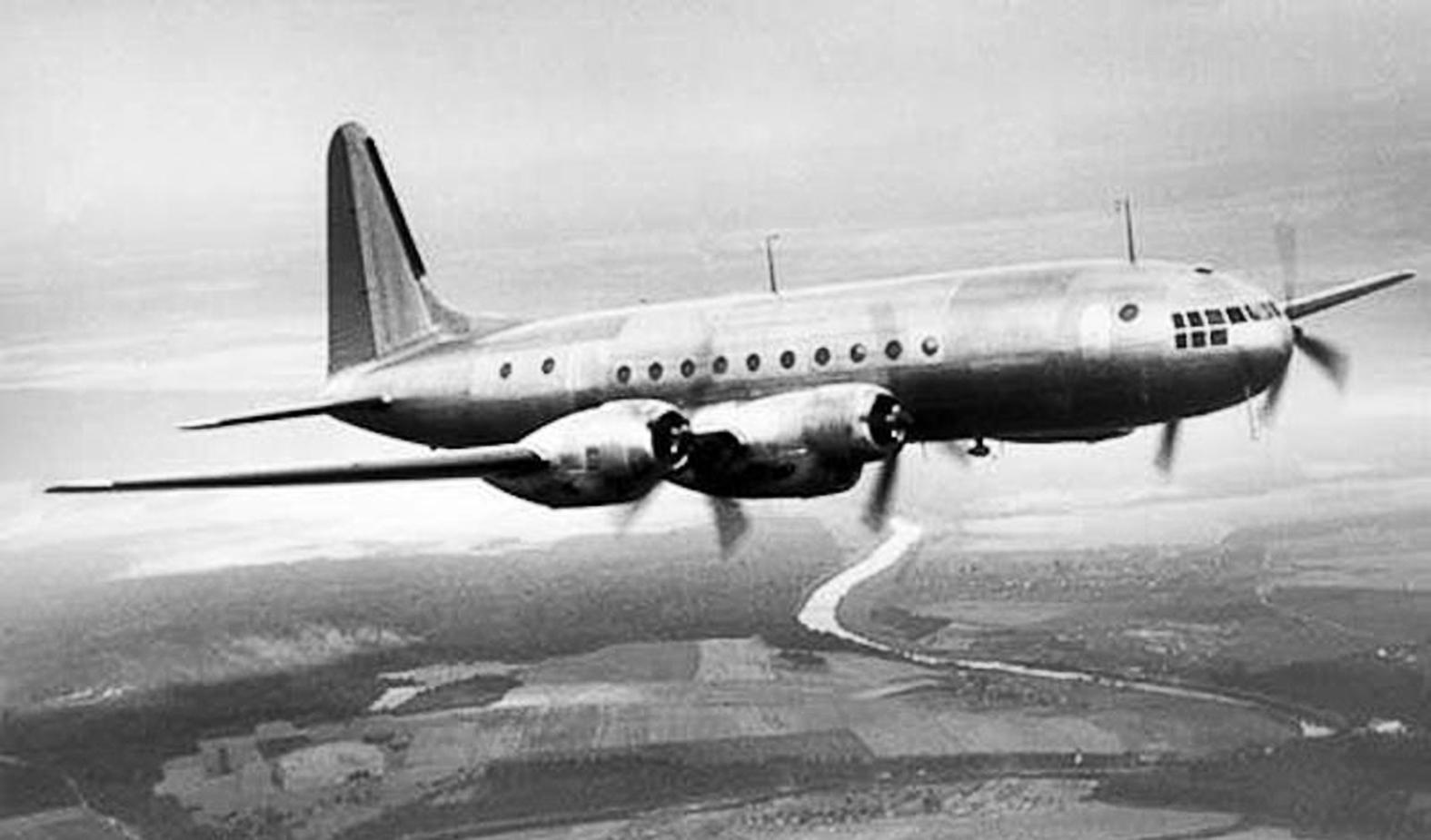 Az első Il-18 prototípusa a levegőben #moszkvater