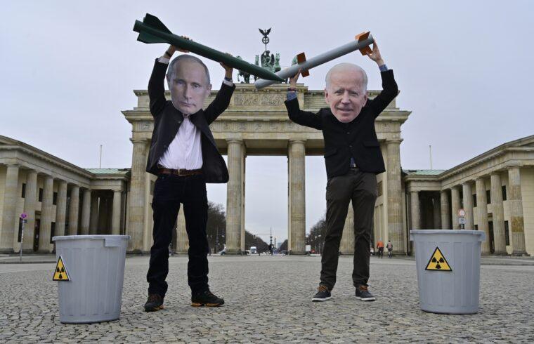 """""""A és az visszaszorításához egy jóval egységesebb Európára lenne szükség. Azonban – mutatott rá Magyarics - mind a németek, mind a franciák a gazdasági érdekeiknek megfelelő különutas politikát folytatnak ezekkel az államokkal"""" #moszkvater"""