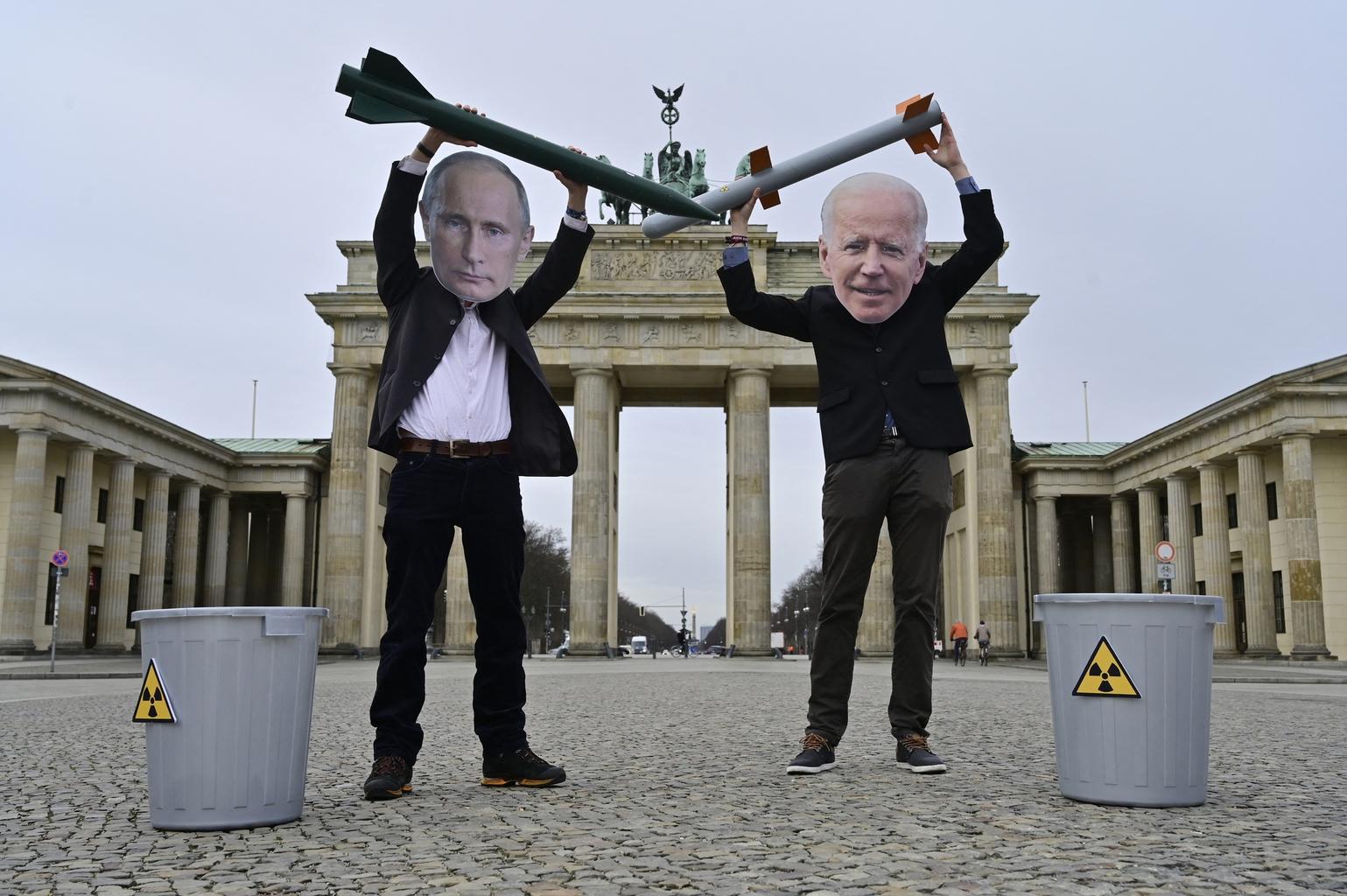 """""""A <Mennyei Birodalom> és az <orosz medve> visszaszorításához egy jóval egységesebb Európára lenne szükség. Azonban – mutatott rá Magyarics - mind a németek, mind a franciák a gazdasági érdekeiknek megfelelő különutas politikát folytatnak ezekkel az államokkal"""" #moszkvater"""