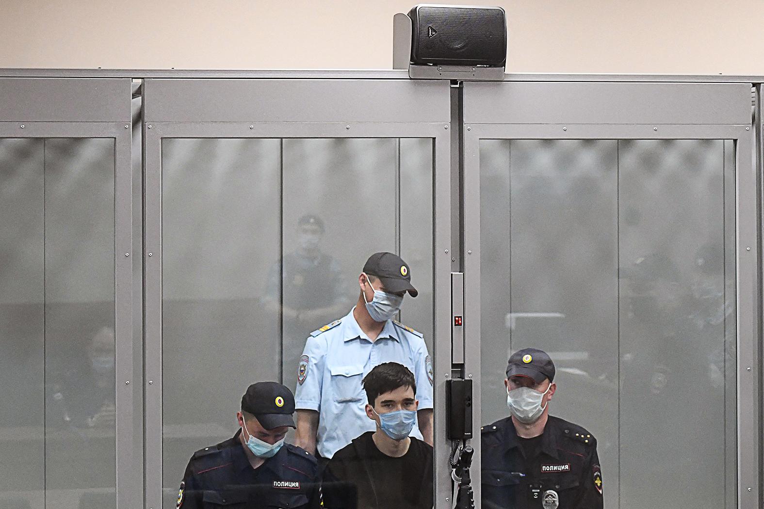 A 19 éves Ilnaz Galjavijev, az iskola egykori diákja 9 emberrel végzett, 23-at pedig megsebesített #moszkvater