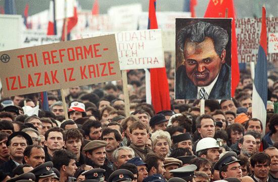 """""""Milosevics ugyanis nem ember. Ő a módszer, a rendszer. Egyáltalán nem nacionalista. A bürokratikus kafkaizmus fő képviselője"""" #moszkvater"""