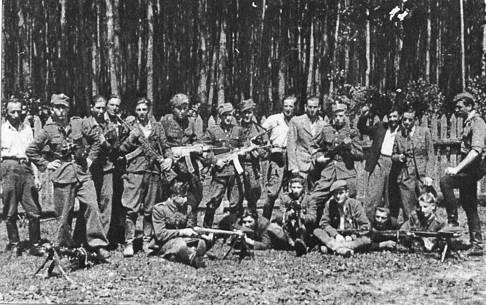 """""""Bernaciak csapatai – noha a fegyverzetük elmaradottabb volt – több kisebb sikert arattak, és 1945. április 24-én Puławy városában"""" #moszkvater"""