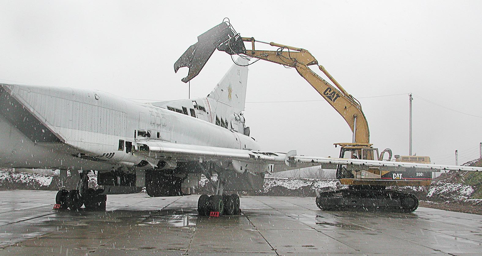 Tu-22M3 bombázó szétdarabolása 2002 novemberében #moszkvater