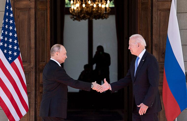 Vlagyimir Putyin és Joe Biden kézfogása genfi találkozójukon 2021. június 16-án #moszkvater