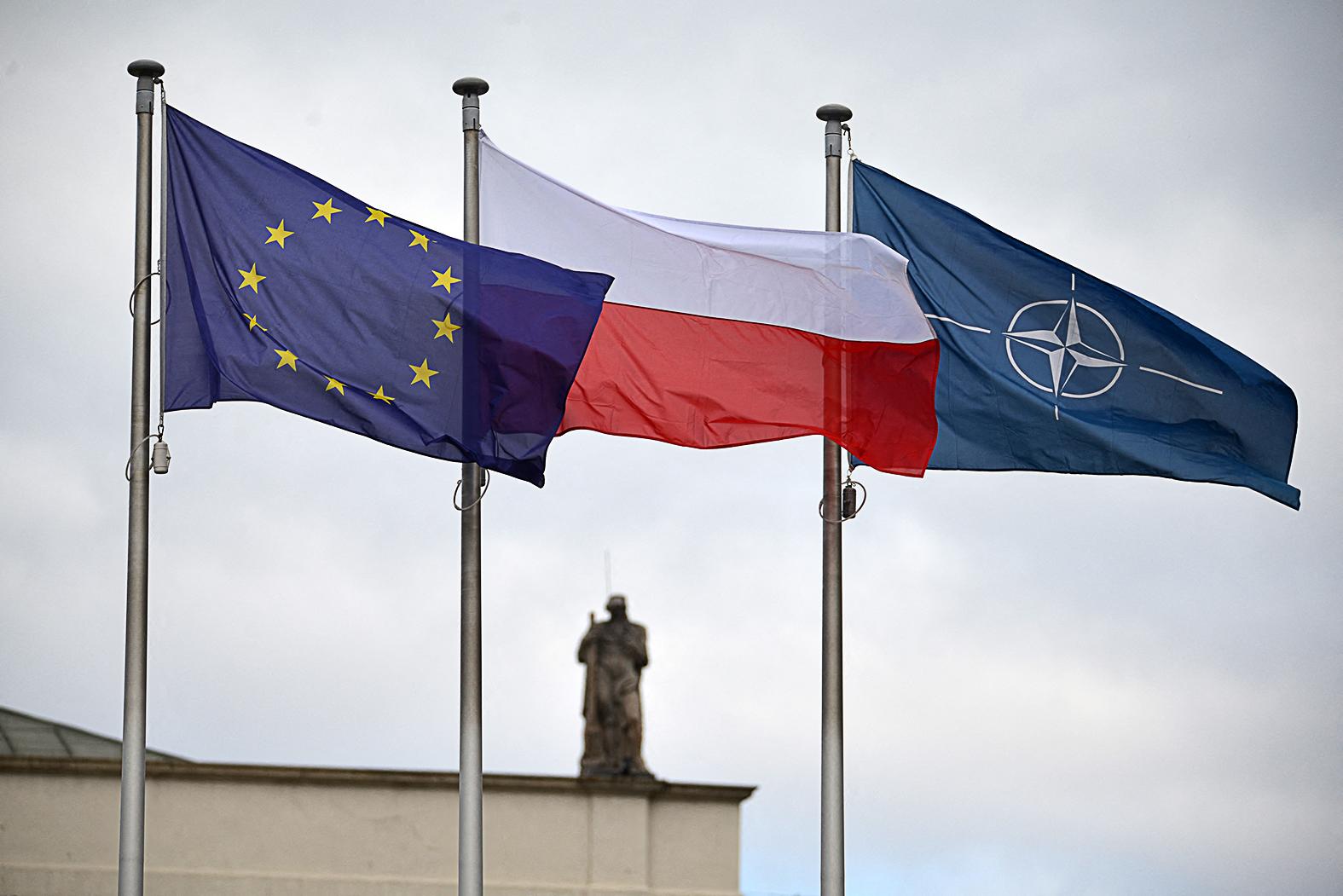 """""""Ugyanez a helyzet a NATO-val. A lengyelek 84 százaléka szerint a szervezetnek kulcsszerepe van az európai biztonság garantálásában"""" #moszkvater"""