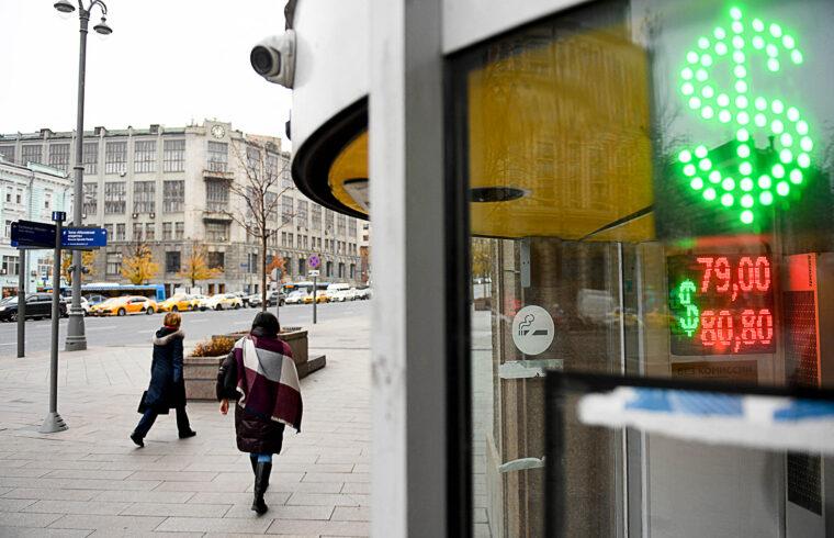 """""""Szóval szó sincs arról, hogy Oroszország leépítené a dollárt, csak hát rákényszerül, így mégis kivezeti. De erről ő nem tehet"""" #moszkvater"""