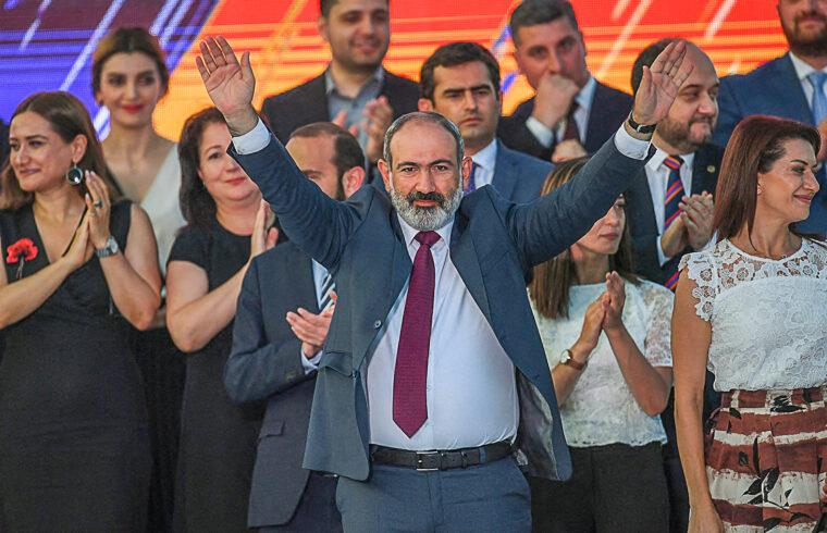"""""""Pasinján pártja, a Polgári megegyezés a szavazatok 53,92 százalékával a töredék szavazatok elosztása után a 105 tagú parlamentben legalább 71 mandátumra számíthat, így önállóan alakíthat kormányt"""" #moszkvater"""