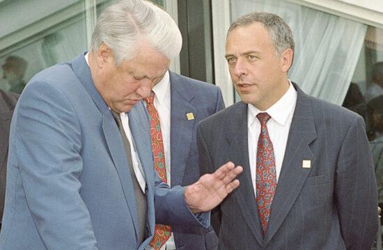 Borisz Jelcin és Andrej Kozirjev a G7-es országok nápolyi találkjozóján 1994-ben #moszkvater