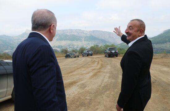 Erdogan török és Ilham Alijev azeri elnök a leendő török katonai bázis helyén Susában 2021. június 15-én #moszkvater