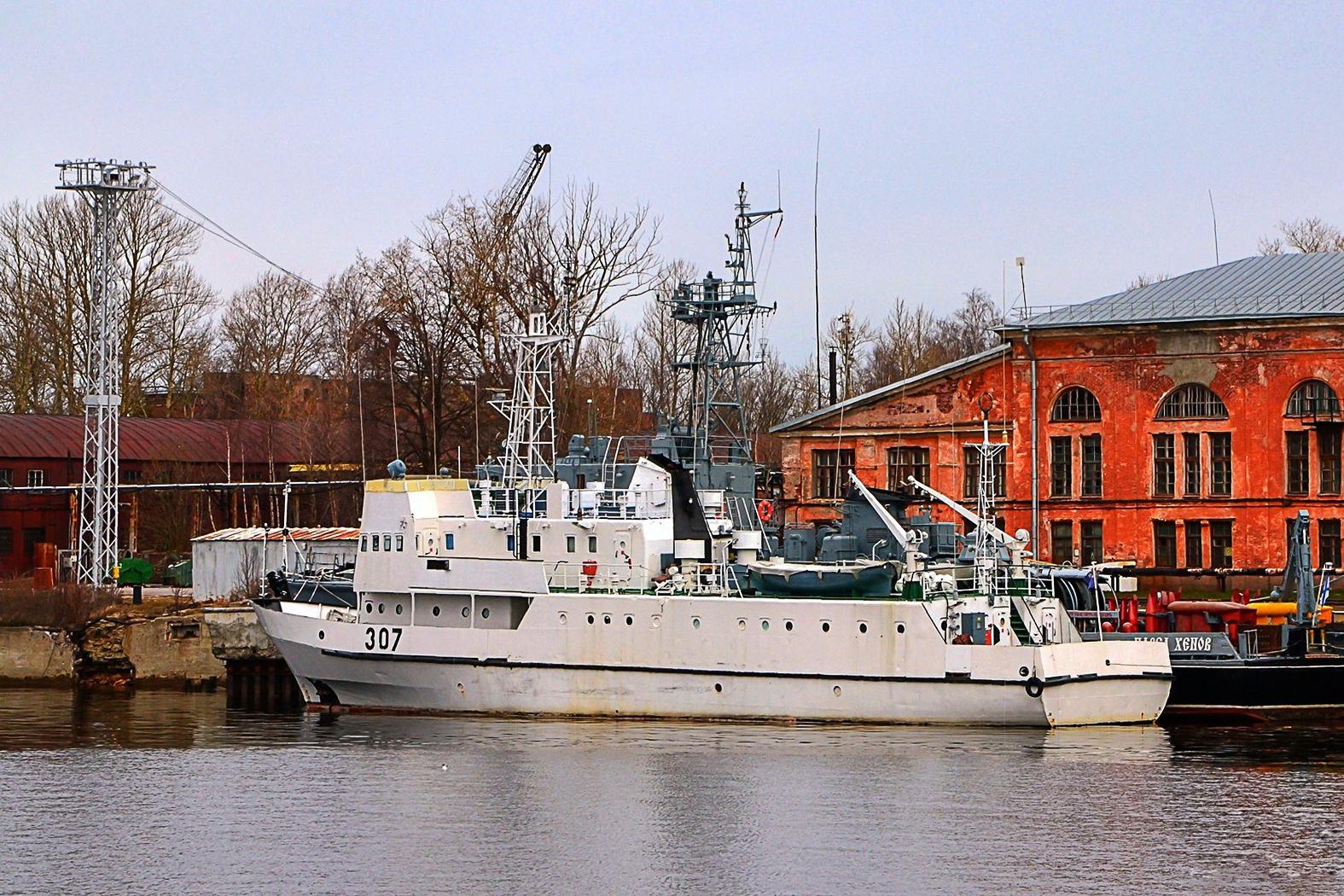 A Szudán számára 2020. októberében átadott UK-7 osztályú kiképző hajó még Szentpétervár kikötőjében. A Gdanskban 1989-ben gyártott UK-307 350 tonnás vízkiszorítása ellenére a Szudáni Haditengerészet egyik legnagyobb tagját jelenti #moszkvater