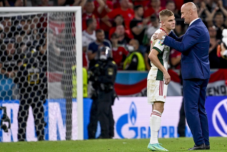 Schafer András (b) és Marco Rossi szövetségi kapitány a koronavírus-járvány miatt 2021-re halasztott 2020-as labdarúgó Európa-bajnokság F csoportjának utolsó fordulójában játszott Németország - Magyarország mérkőzés végén a müncheni Allianz Arénában 2021. június 23-án. Németország-Magyarország 2-2. #moszkvater