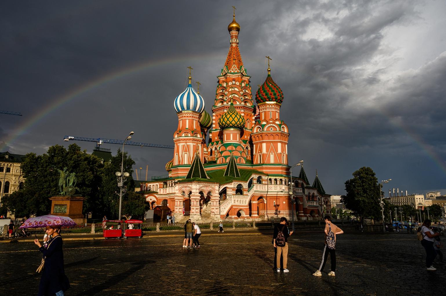 """""""Szintén a legendáriumot erősíti, hogy a székesegyházra a pénzt maga Boldog Vazul gyűjtötte össze, és halála előtt nem sokkal adta azt át Rettegett Ivánnak"""" #moszkvater"""