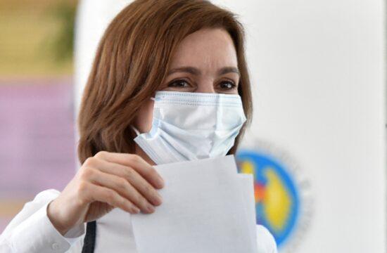 Maia Sandu leadja szavazatát a moldáv parlamenti választásokon Chisinauban 2021. július 11-én #moszkvater