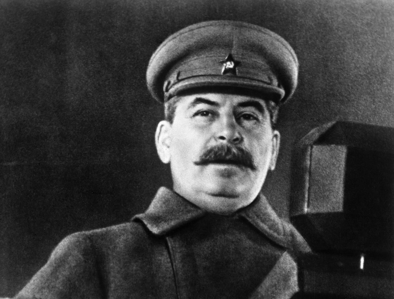 """""""Ám Sztálin beszédének kétségtelenül az volt a legfontosabb része, hogy honvédő háborút hirdetett a haza védelmében"""" #moszkvater"""