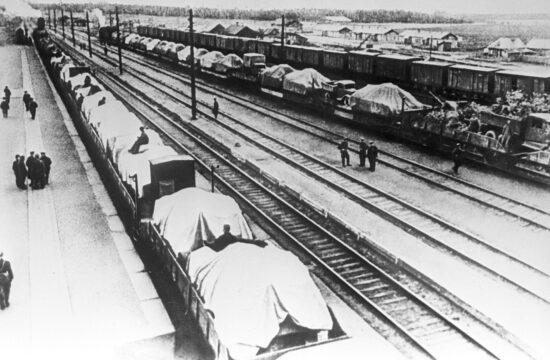 """""""Oroszország történetének legnagyobb nyugati irányú vasúti szállítása volt folyamatban, melynek nagy része rejtve maradt a német felderítés elől"""" #moszkvater"""