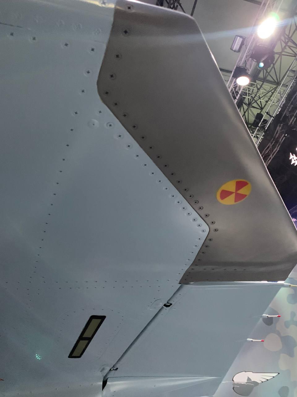 Ahogy a típusról megjelent képekből kivehető hasonlóan a Szu-57-hez, a Checkmate esetében is jelen van a jobb helyzetképet biztosító belépőélébe épített radar #moszkvater