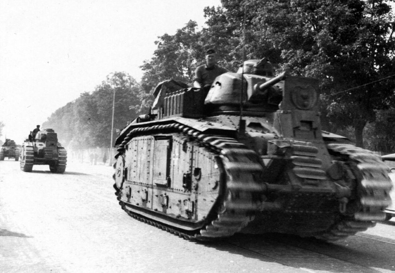 Panzerkampfwagen B2(f) néven rendszeresített francia Char B2 harckocsi Lvov utcáin 1941 júliusában. A képen látható példány különlegessége, hogy a 75 milliméteres löveg helyére fő fegyverzetként egy lángszóró került #moszkvater