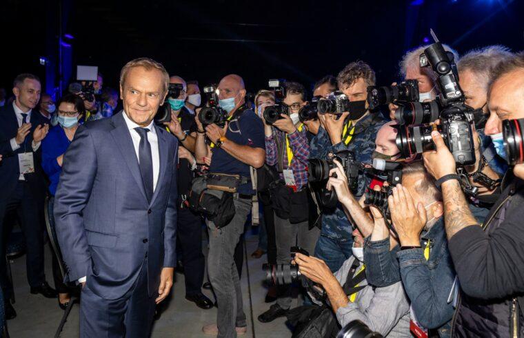 """""""Így aztán Tusk ma már Kaczynskihoz hasonlóan a lengyel politikai élet megosztó figurája, és a lengyel társadalom széles rétegeit már nem tudja megszólítani"""" #moszkvater"""