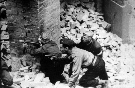 """""""A lengyel történelem egyik legtragikusabb momentuma a varsói felkelés. A hősök dicsőségét semmi nem homályosíthatja el, ám éppen az ő érdekükben nem árt a tisztánlátás"""" #moszkvater"""