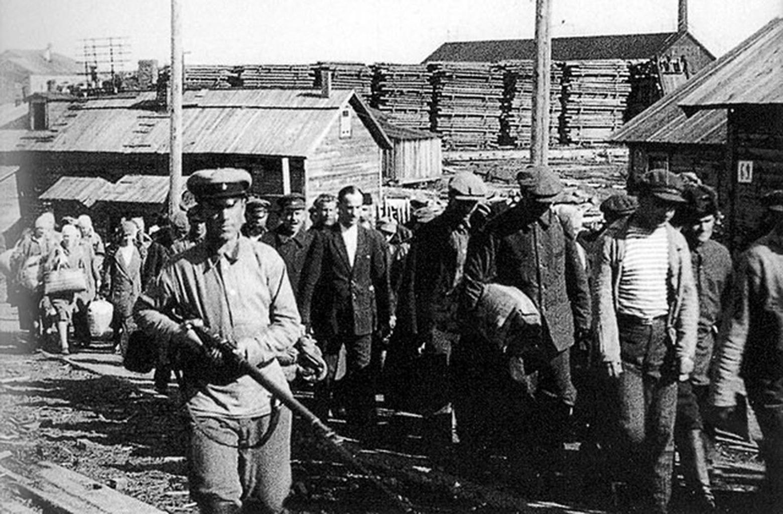 """""""Az akciót hihetetlen gyorsasággal hajtották végre. Csak 1941 szeptemberében közel félmillió németet hurcoltak el a lakhelyéről"""" #moszkvater"""