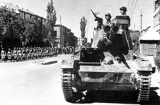 A szovjet 6. harckocsihadosztály tankjai Tabriz utcáin 1941-ben #moszkvater