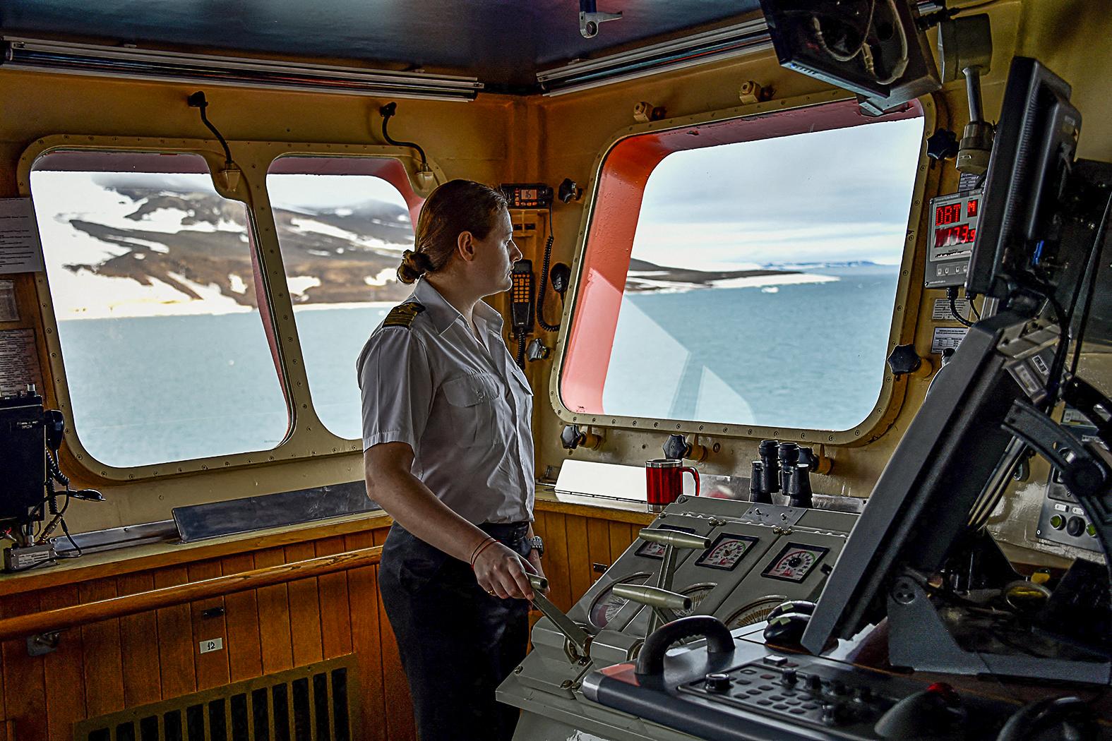 """""""Diána Kidzsi a Roszatomhoz tartozó Atomflot által működtetett atomjégtörőkön az első olyan női parancsnok a hídon, aki megtörte a hagyományos férfiuralmat"""" #moszkvater"""