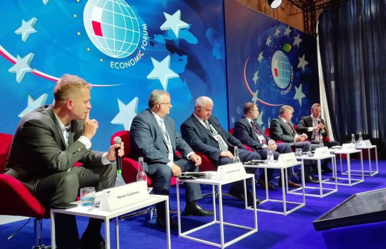 Szijjártó Péter külügyminiszter ahogy a 2019-es krynicai fórumon is úgy az idei Karpaczban rendezett Gazdasági Fórumon is részt vesz #moszkvater