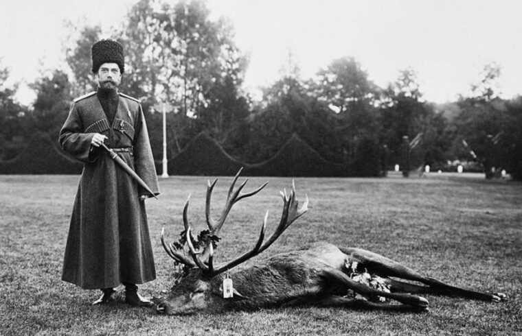 II. Miklós cár egy elejtett szarvassal #moszkvater