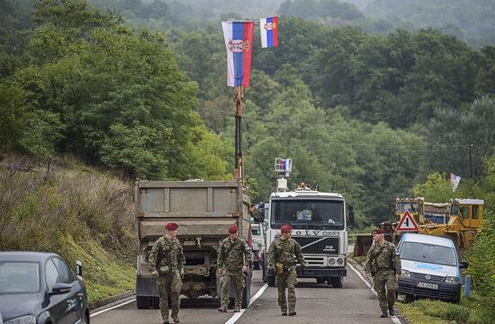 """""""Úgy kezdődött, hogy Pristina , és a bő tíz éve hatályban lévő hasonló szerb intézkedésekre válaszul elrendelte, a koszovói határt átlépő szerb rendszámú autóknak ideiglenes koszovói rendszámot kell váltaniuk"""" #moszkvater"""