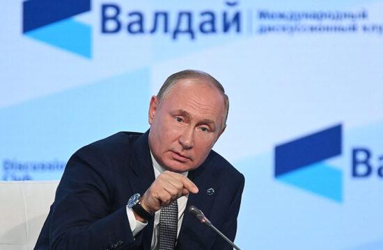 """""""Az orosz elnök megállapította, hogy a világban rendszerszintű változások zajlanak, a jelenlegi helyzetet konceptuális és civilizációs válságként írta le, figyelmeztetve arra, hogy az ilyen pillanatok nemcsak veszélyt rejtenek, de lehetőséget is kínálnak"""" #moszkvater"""