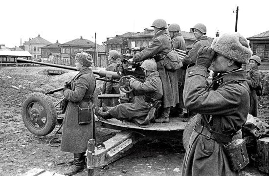 """""""Így amikor a németek támadást indítottak Tula ellen, a Brjanszki Front 50. hadserege a munkásosztagokkal együtt küzdött a város előterében, hogy feltartóztassák a németeket"""" #moszkvater"""