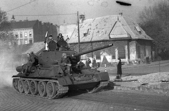 szovjet harckocsi Budapesten a Telepy utcánál #moszkvater