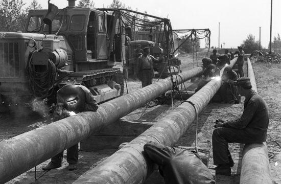 """""""Az építésről szóló megállapodást 1959. december 19-én írta alá a Szovjetunió, Csehszlovákia és Magyarország pártvezetői, és a vezeték építése 1960.december 10-énmeg is kezdődött"""" #moszkvater"""