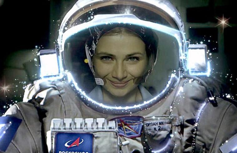 """""""A Roszkozmosz a Pervij Kanal állami televízió közös támogatásával készülő film cselekménye szerint egy kozmonauta megbetegszik az űrállomáson és elveszíti az eszméletét"""" #moszkvater"""