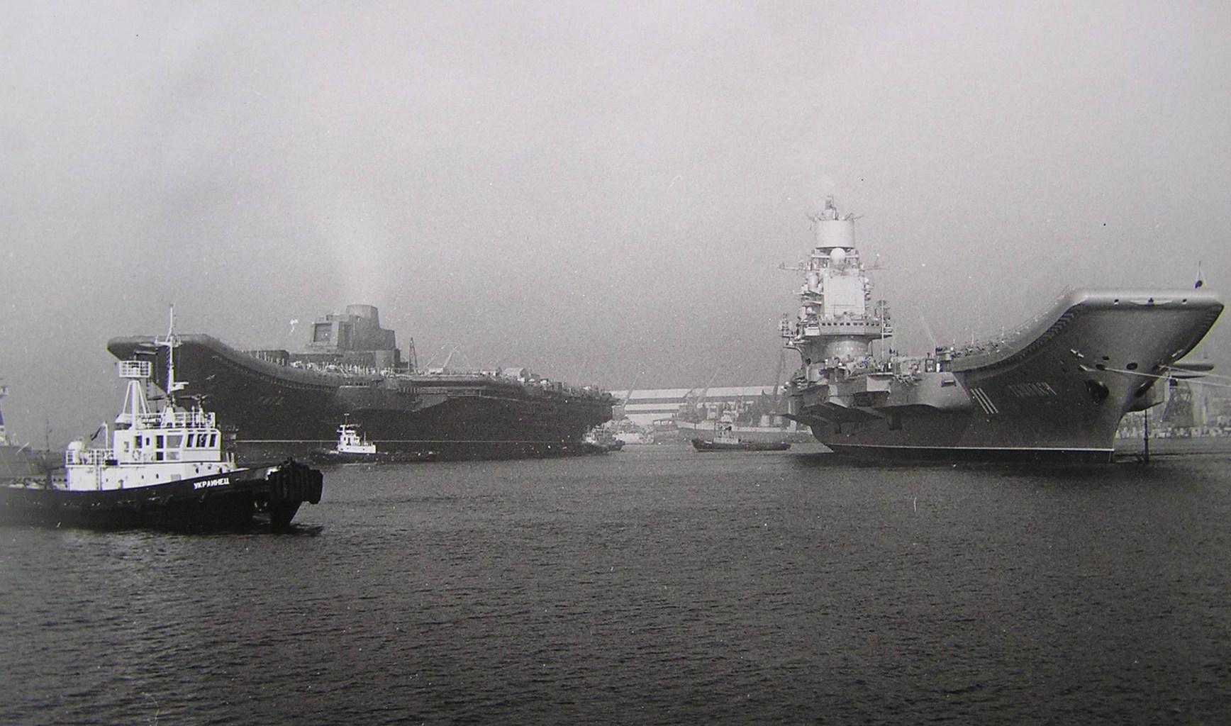 Az Admiral Kuznyecov, illetve testvérhajója a Varjag a nyikolajevi hajógyárban 1990-ben #moszkvater